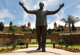 south-african-tour union buildings mandela statue