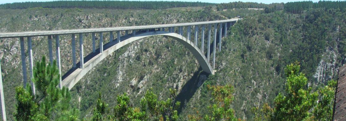 Bloukrans bridge worlds highest bridge - bungy jumps are made from.